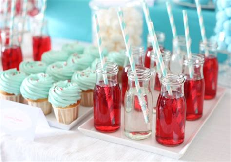 Babyparty Candy Buffet, Himbeer-Limo in Retro-Gläschen