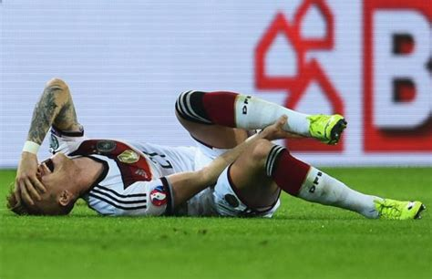 BVB's Marco Reus almost in tears coming off injured during